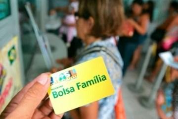 bf - Bolsonaro muda de ideia e avalia acabar com abono para elevar Bolsa Família