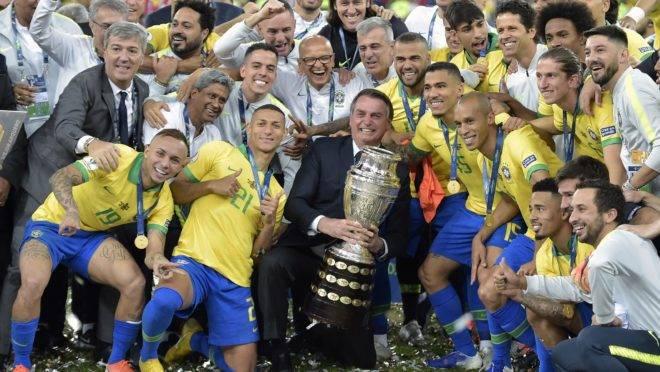 """bolsonaro brasil campeao copa america 660x372 1 - Bolsonaro confirma realização de Copa América no Brasil e ministro-chefe comemora: """"Venceu a coerência!"""""""