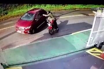 execucao - MAIS DE 10 TIROS: Mulher é executada por motociclista quando chegava em casa