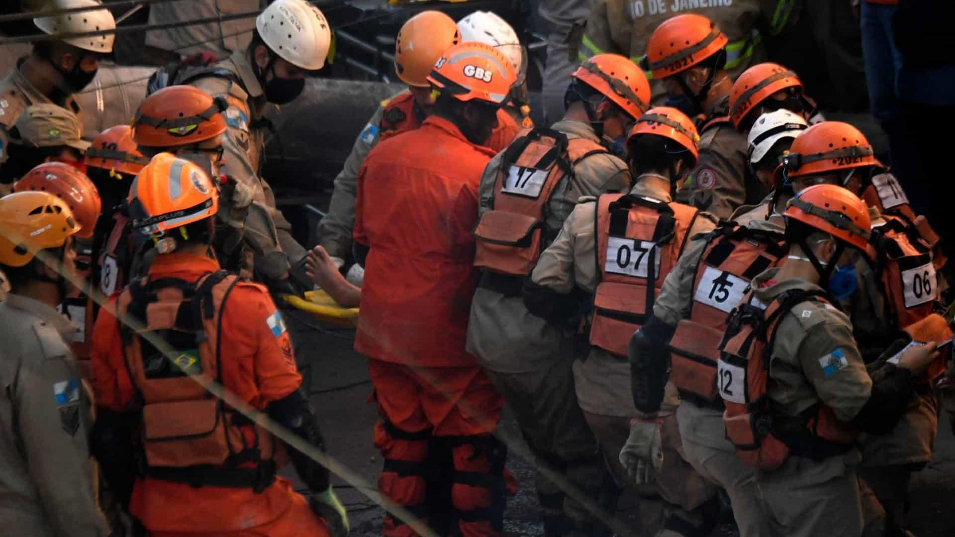 naom 60b8e2fa63c83 - Bombeiros resgatam mulher sob escombros de prédio que desabou