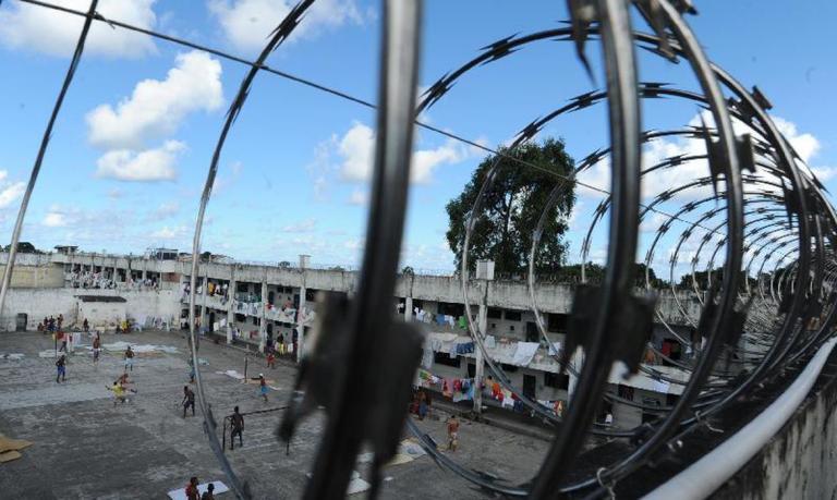 penitenciaria rebeliao - Rebelião em Penitenciária acaba depois que presos pegam no sono; reféns conseguiram escapar