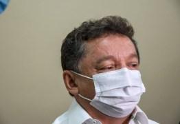 'Mulheres vacinam cedo para voltar pra casa e fazer o almoço', diz gestor da saúde