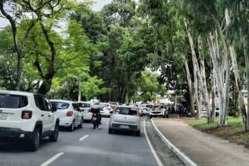 PROTESTO: músicos e trabalhadores de bares e restaurantes bloqueiam trânsito próximo à Granja Santana