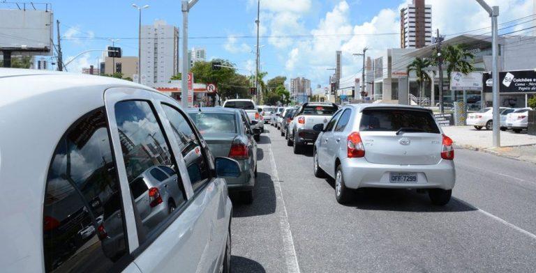 transito carros epitacio joaopessoa e1577806887795 - Semob-JP fará desvio em rua de Tambauzinho para serviço da Cagepa; confira