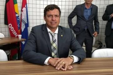 Prefeito Vitor Hugo mantém feriado de São João em Cabedelo e tira licença até segunda-feira (28)