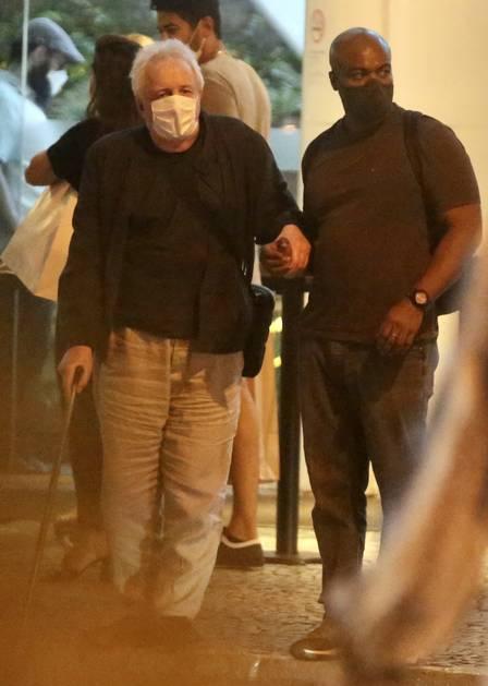 x7d0d6255 2cef 41f5 9d9e c9712467257e.jpeg.jpg.pagespeed.ic .VVSwuXE32g - Marco Nanini passeia de bengala em shopping do Rio após curar depressão na pandemia