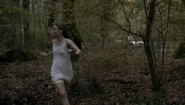 ragazza nel bosco 600
