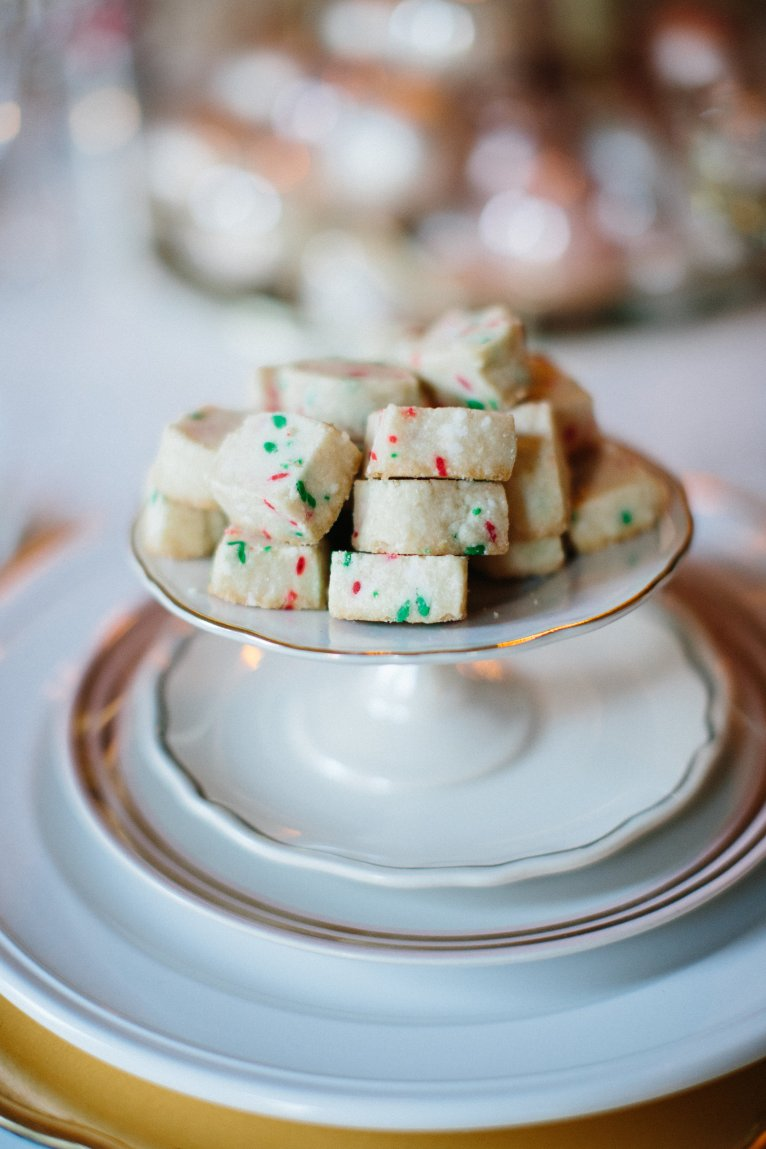 holiday shortbread cookies // www.polishedclosets.com