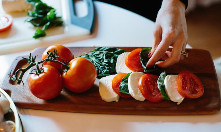 The Easiest Appetizer for the Holidays :: Caprese