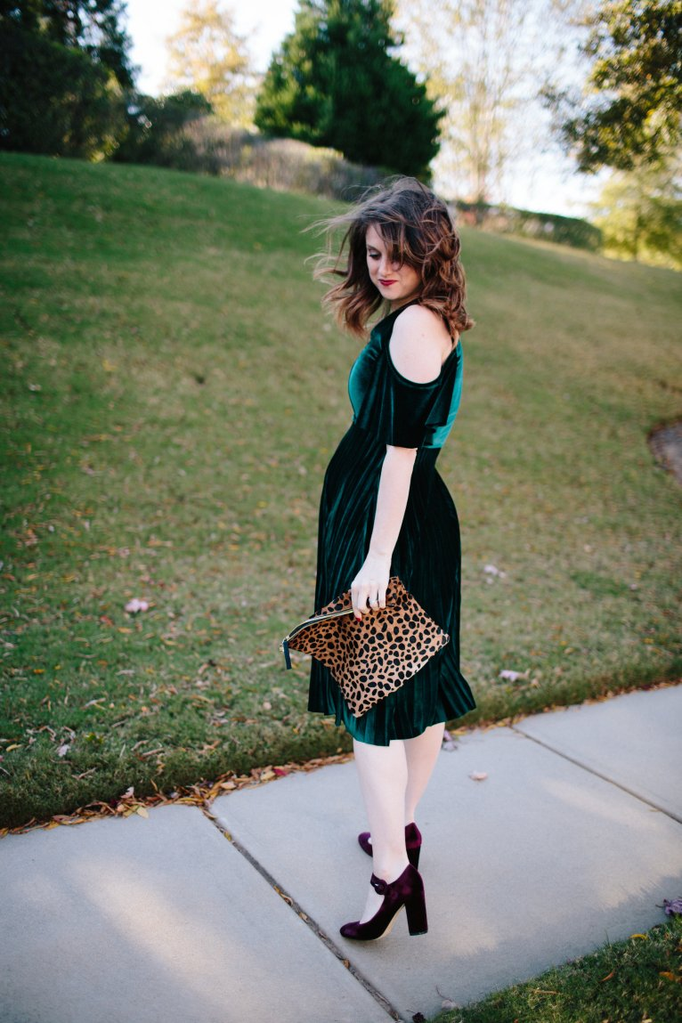 velvet maternity dress // www.polishedclosets.com