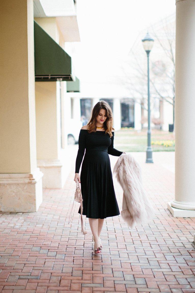 maternity style NYE outfit // www.polishedclosets.com