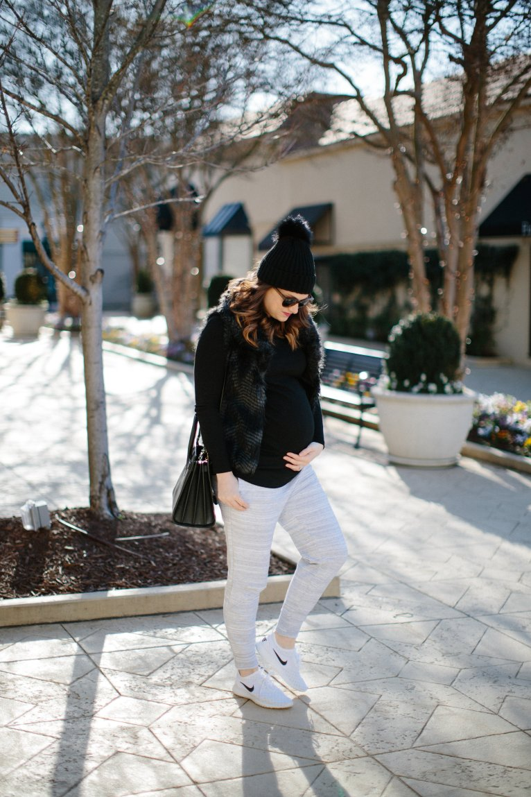 How to wear joggers // www.polishedclosets.com