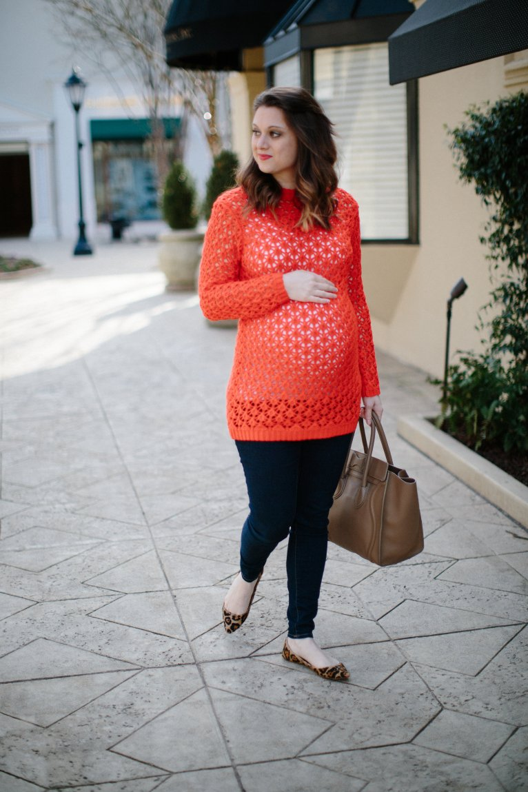 comfy maternity sweater // www.polishedclosets.com