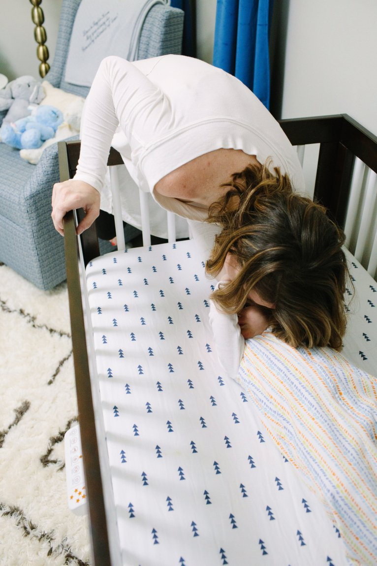 A HALO SnoozyPod Review and how it helps Lincoln sleep all night by mom blogger Maggie Kern of Polished Closets.