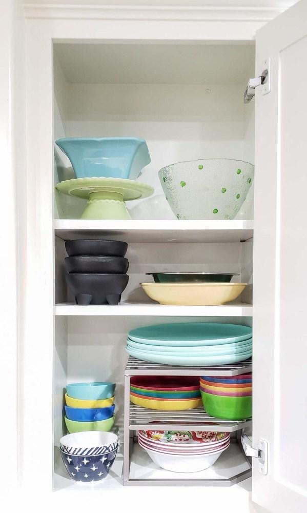 Organized upper kitchen cabinet
