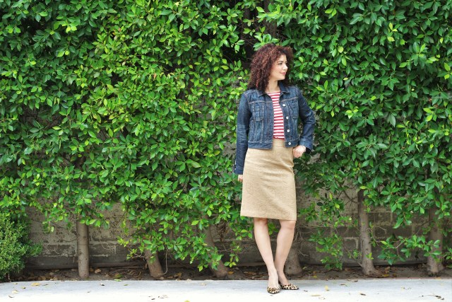 pattern mixing red stripes leopard pumps with denim jacket outfit
