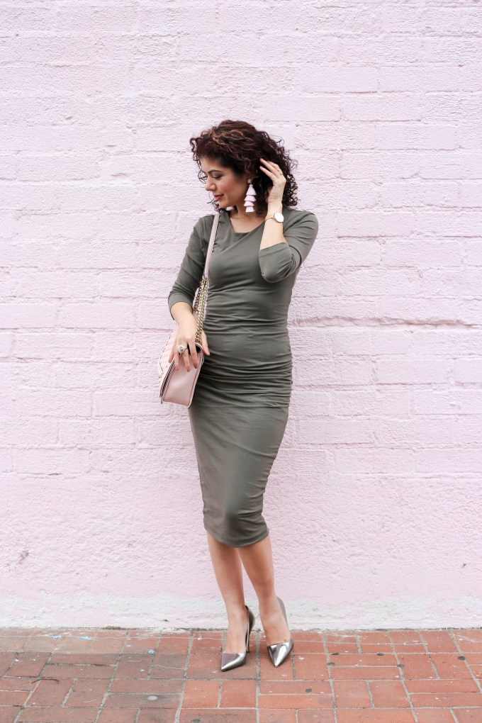 Olive and blush color combination; How to mix colors; colorful outfit; fall colors; everyday style blogger