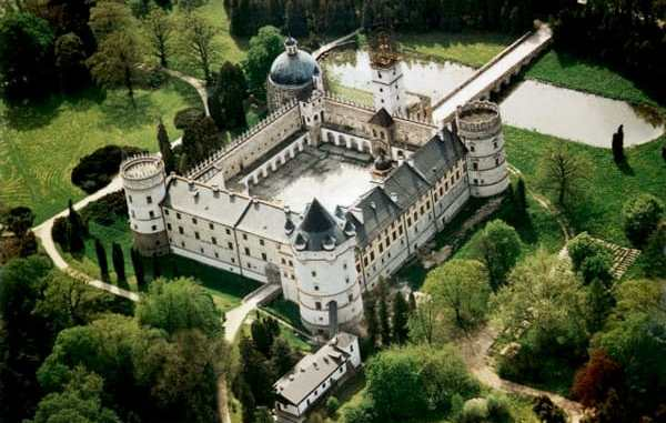 Karsiczyn zamek castle in Karsiczyn