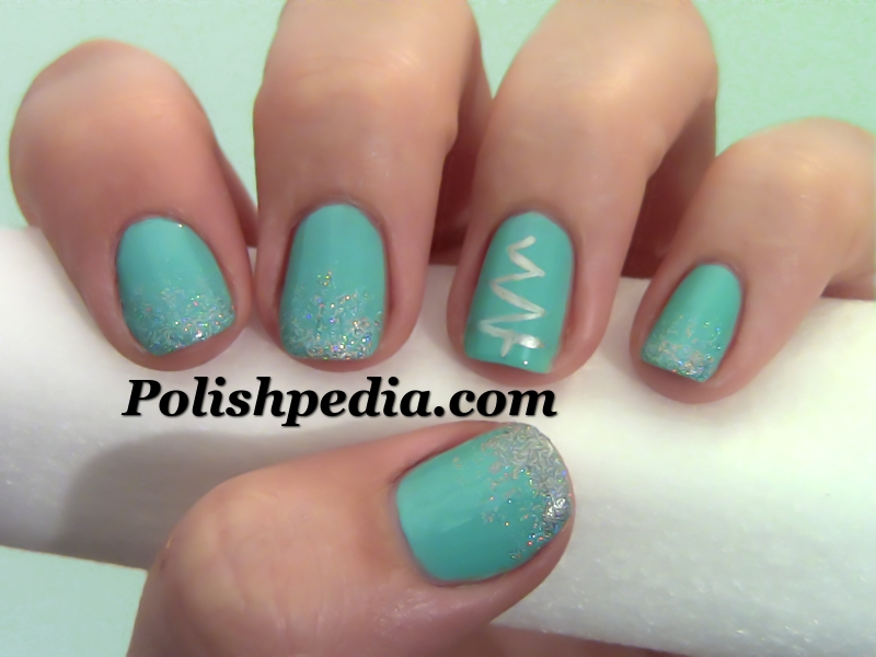 Easy Christmas Tree Nail Design
