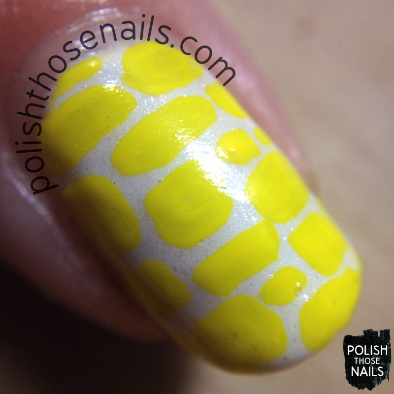 yellow-patch-pattern-nail-art-macro
