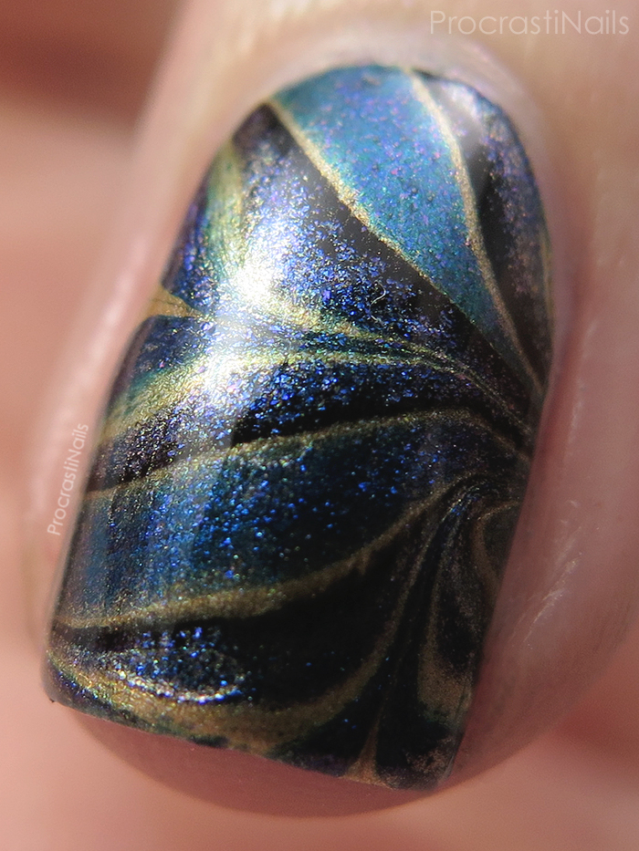 black-gold-watermarble-macro