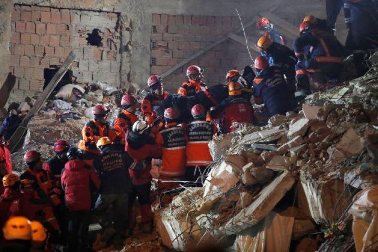 Σεισμός στην Τουρκία : Μωρό γεννιέται την ώρα που χτυπά ο «Εγκέλαδος»