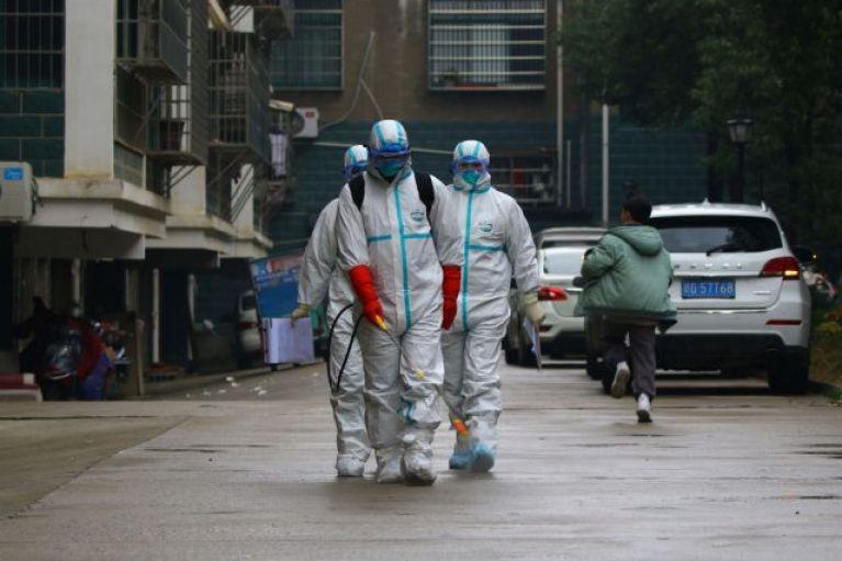 Κοροναϊός : Σοκαριστικές εικόνες από την παράνομη αγορά ζώων όπου εμφανίστηκε ο ιός