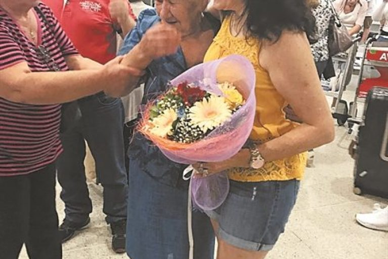 Απίστευτη ιστορία: Μάνα και κόρη ξανασμίγουν έπειτα από 59 χρόνια