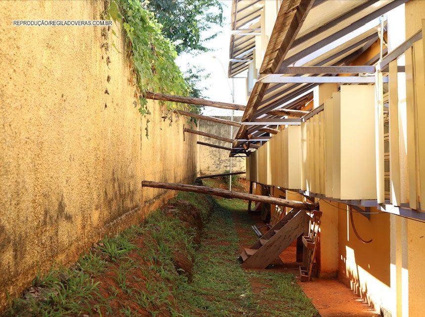 Rollemberg brinca com a sorte: Muro de escola de Planaltina pode cair