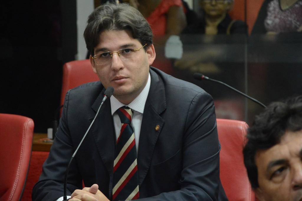 Milanez rebate Raissa e diz que não cabe a opositora ditar quem permanece na gestão