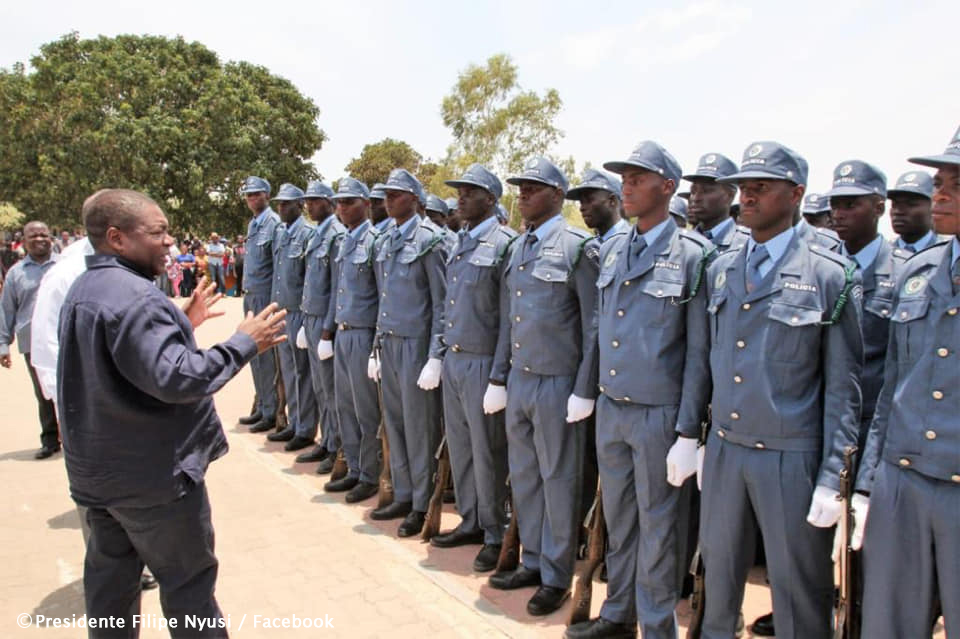Mozambique police swop grey uniforms for blue
