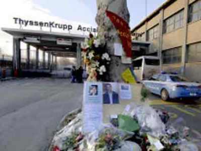 https://i1.wp.com/www.politicalive.com/wp-content/uploads/2008/11/torino-funerali-operai-thyssenkrupp-duomo.jpg