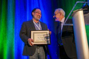 Ishiyama receives award