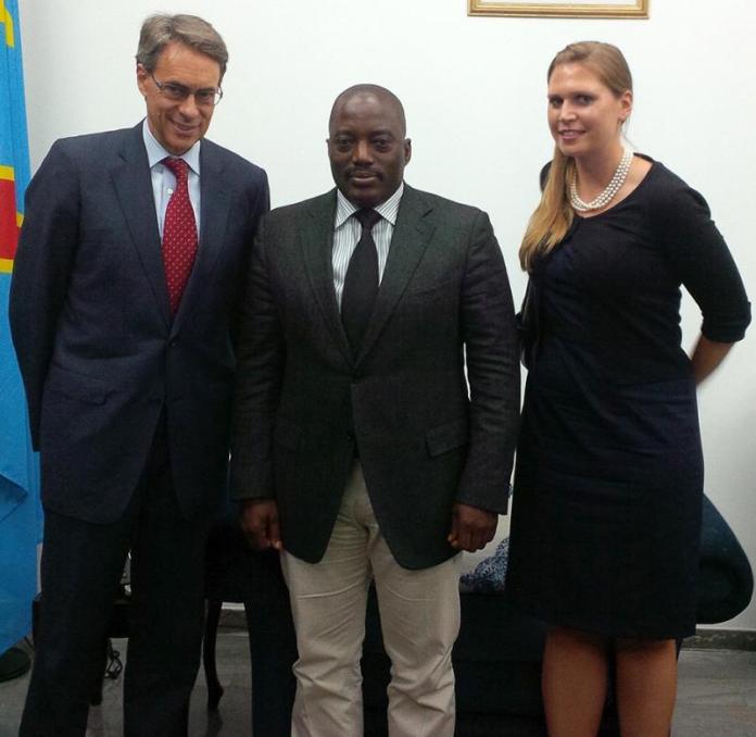 Mme Ida Sawyer, chercheuse senior sur la RD Congo à Human Rights Watch à gauche du président Joseph Kabila.