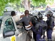 Des manifestants se faisant embarquer par la Police à Kinshas. Ph. Radio Okapi.