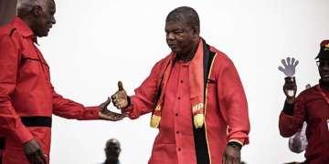 L'Ambassadeur de l'Angola en Tanzanie appelle à poursuivre Dos Santos en justice