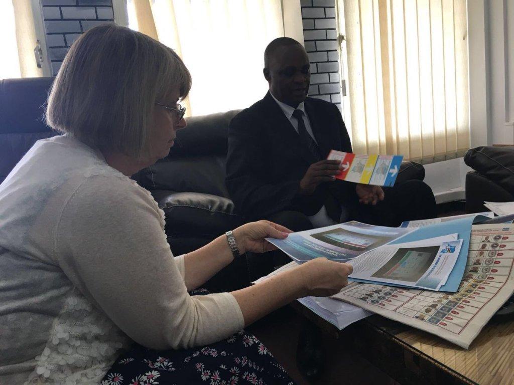 """LeRoyaume-Uni va """"évaluer"""" les machines à voter en RDC"""