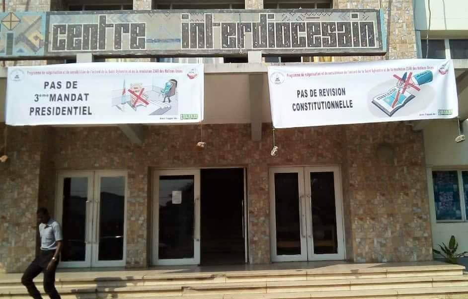 RDC: Des banderols des Catholiques dénonçant un 3ème mandat de Kabila arrachées à Kinshasa