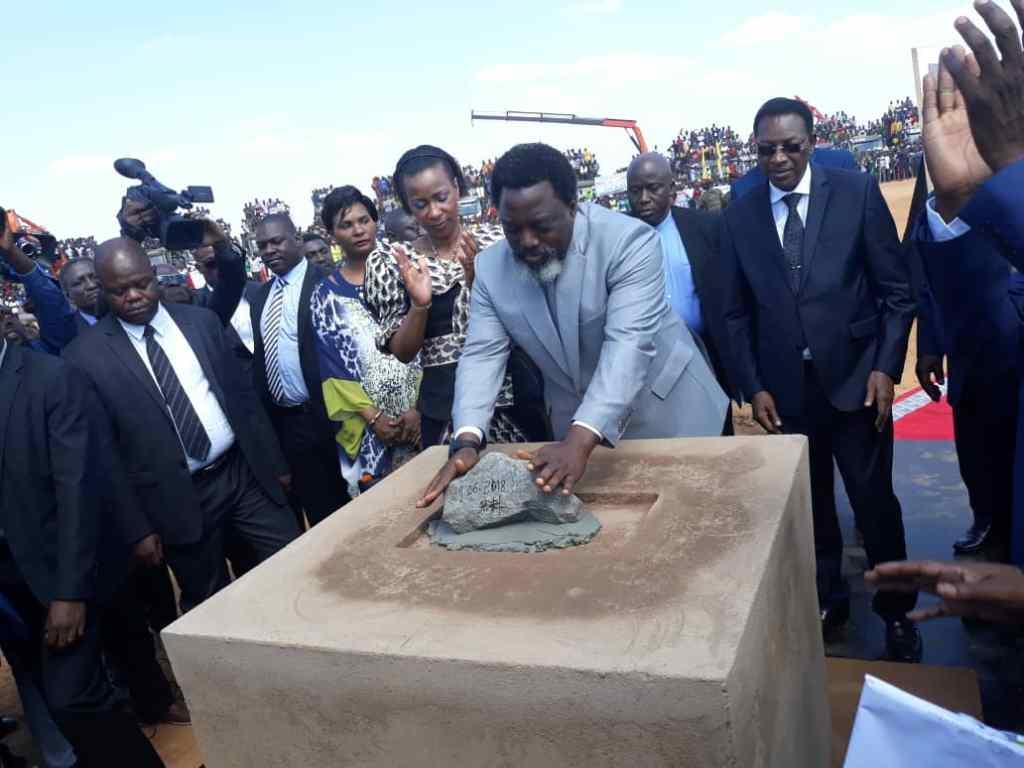 RDC: Joseph Kabila pose la première pierre pour la construction d'un grand parking à Kasumbalesa