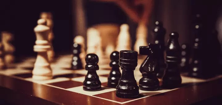 gambit królowej szachy
