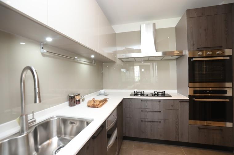 「精銳臻未來」廚房配備stosa義大利進口廚具、林內倒T行抽油煙機,林內雙口爐、林內烘碗機、林內炊飯器