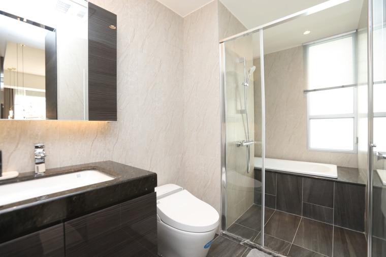 「精銳臻未來」衛浴配備American Standard一體成形免治馬桶、Kohler面盆、Hansgrohe定溫龍頭