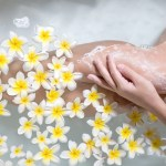 Nawilżanie szorstkiej i suchej skóry na nogach