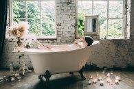 4 pomysły na gorącą, relaksującą kąpiel w wannie