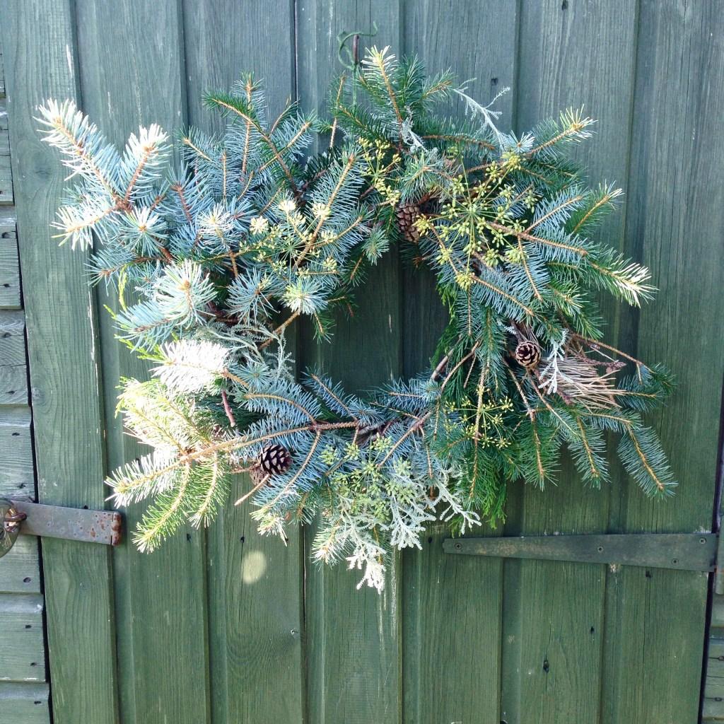 making christmas wreaths unusual