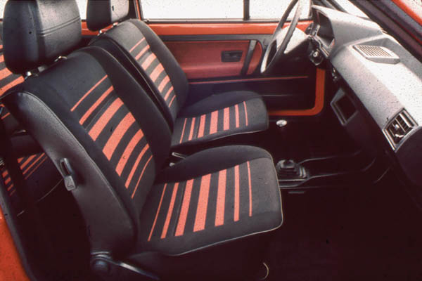 1983 Volkswagen Polo coupe interior