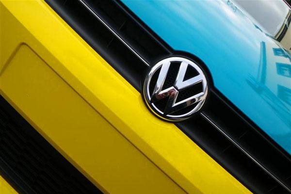 Drift Bridge VW Epsom film wrap Polo 6R to create a modern