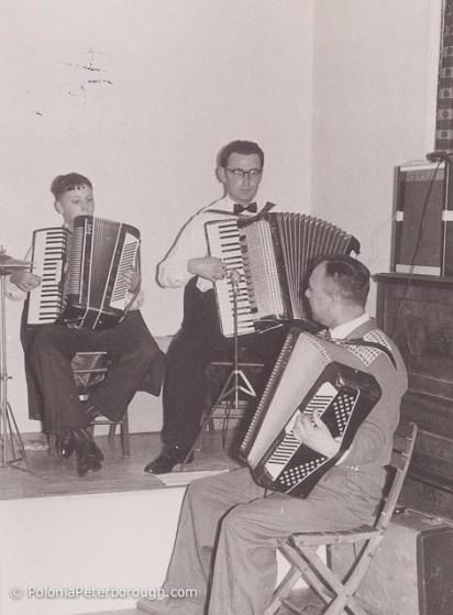 Jerzy-Kowalczyk-playing-Accordion-at-Sibson-camp