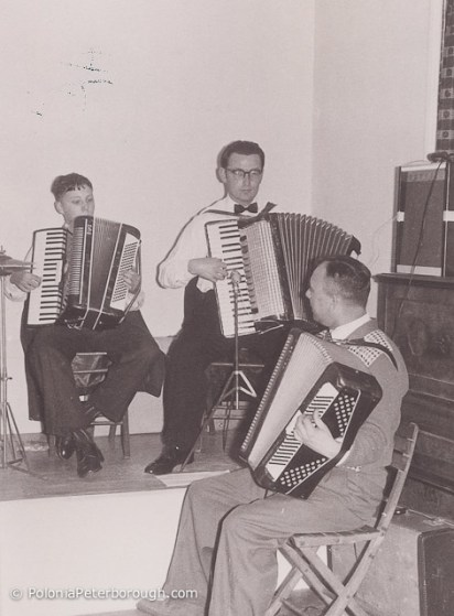 Jerzy-Kowalczyk-playing-Accordion-at-Sibson-camp