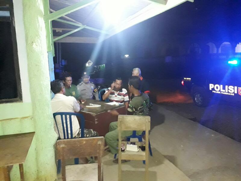 Patroli Malam Hari, Polsek Pamenang Sambangi Pos Kamling